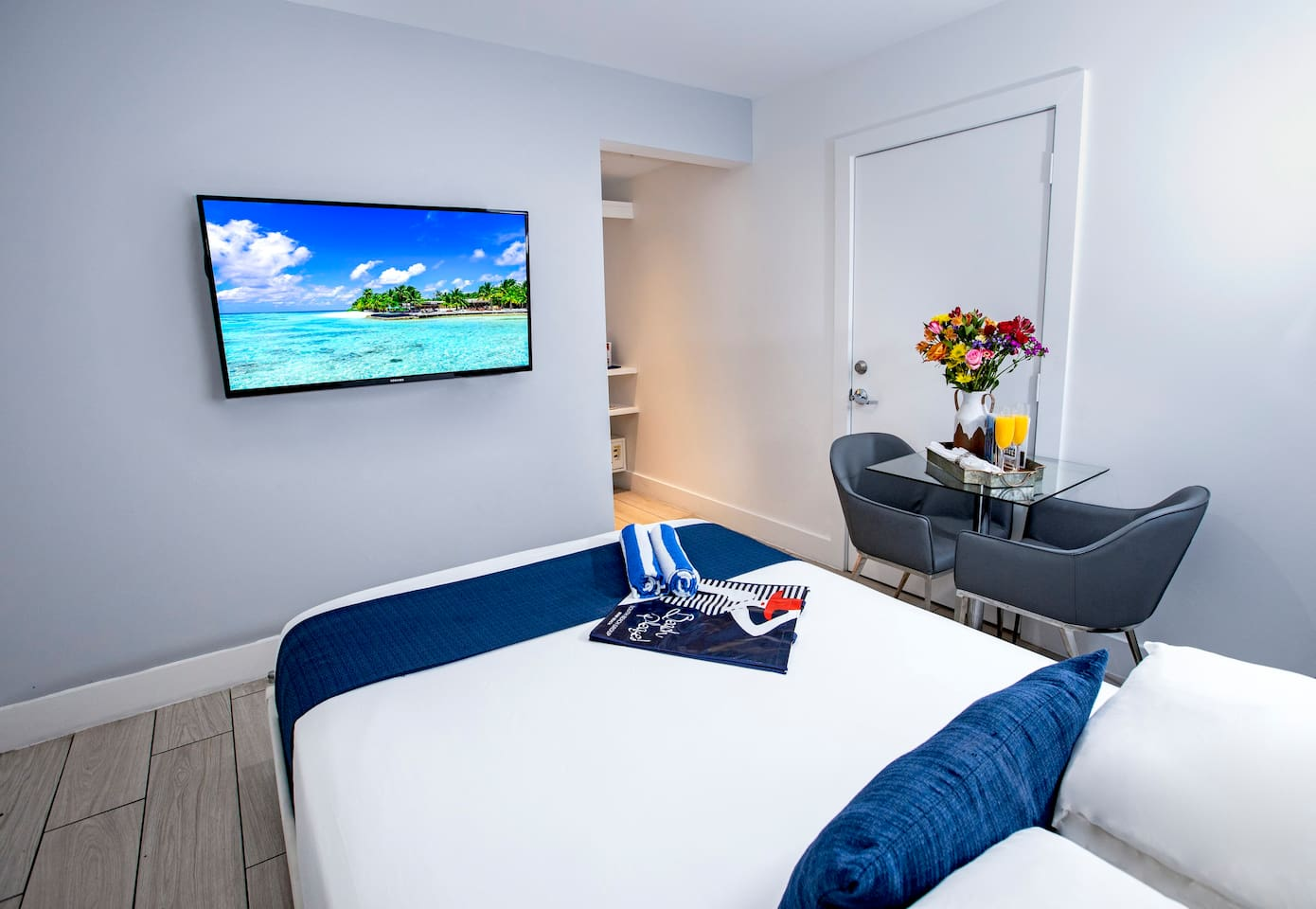 Miami Beach North Beach Room with Queen Bed, Beautiful Pool, Steps from the Beach