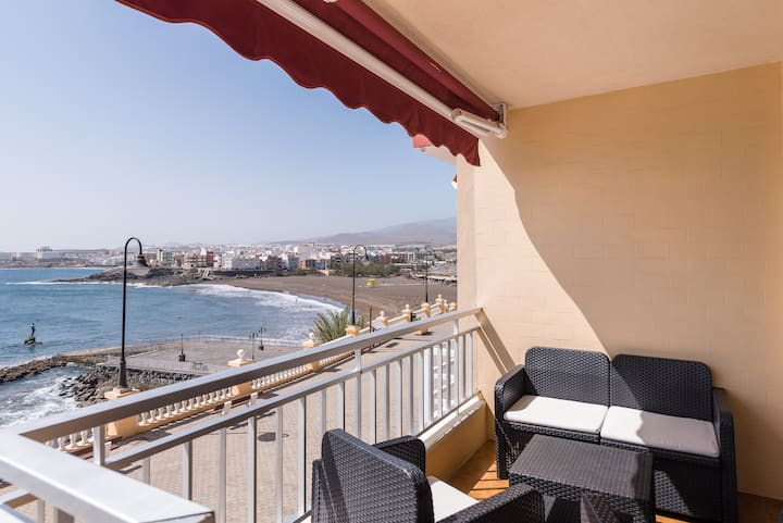 Front line apartment with direct sea views