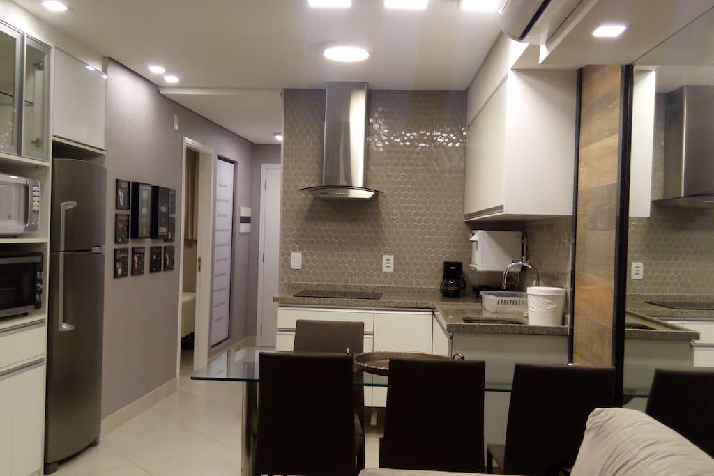 espaço cozinha com corredor
