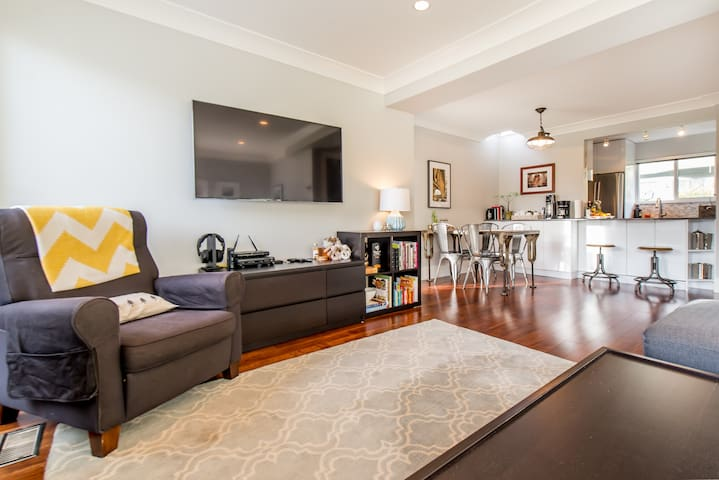 Renovated 3-Bedroom Townhouse off Lonsdale - North Vancouver - Townhouse