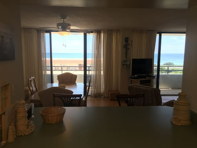 Comfy Beach Front Condo With Amazing View
