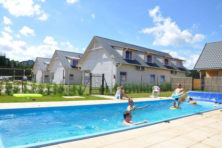 Charming cottage apartment in a a resort with pool, ideal for family vacations