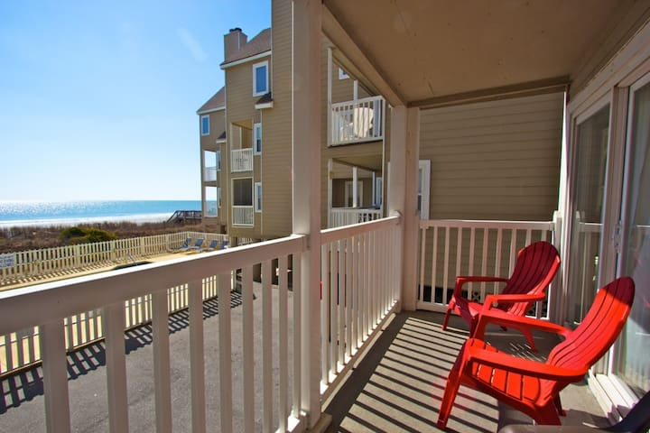 Recently Redecorated Cape Coddages 2br; Pool, Beach and Ocean Front, Beach Tents OK Here! - Surfside Beach - Apartament