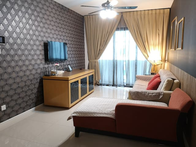 New! Spacious Primely-Located Retreat in【JB City】