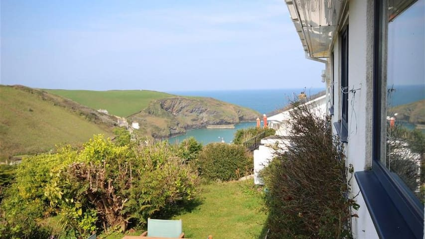 Two Bedroom House, sea side view Sleeps 4