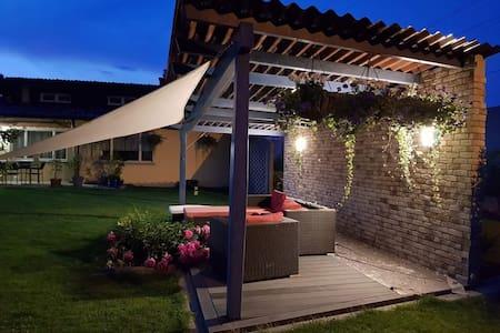 Zimmer mit Frühstück in Haus mit Garten (Aarburg)