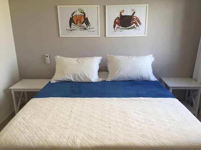 Quarto cama Queen com 2 bicamas