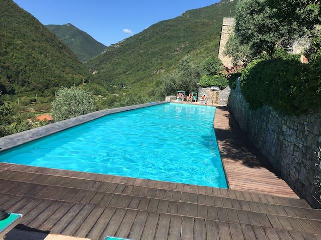 Bella Vista,  13th Century Set  In The Mountains