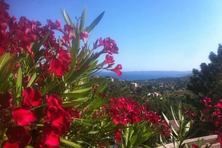 Studio 4 couchages vue mer golfe de ST Tropez - Roquebrune-sur-Argens - Huoneisto