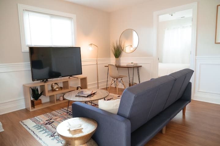Hip & Cozy 2 bed Unit! 15 min to Downtown Chicago!