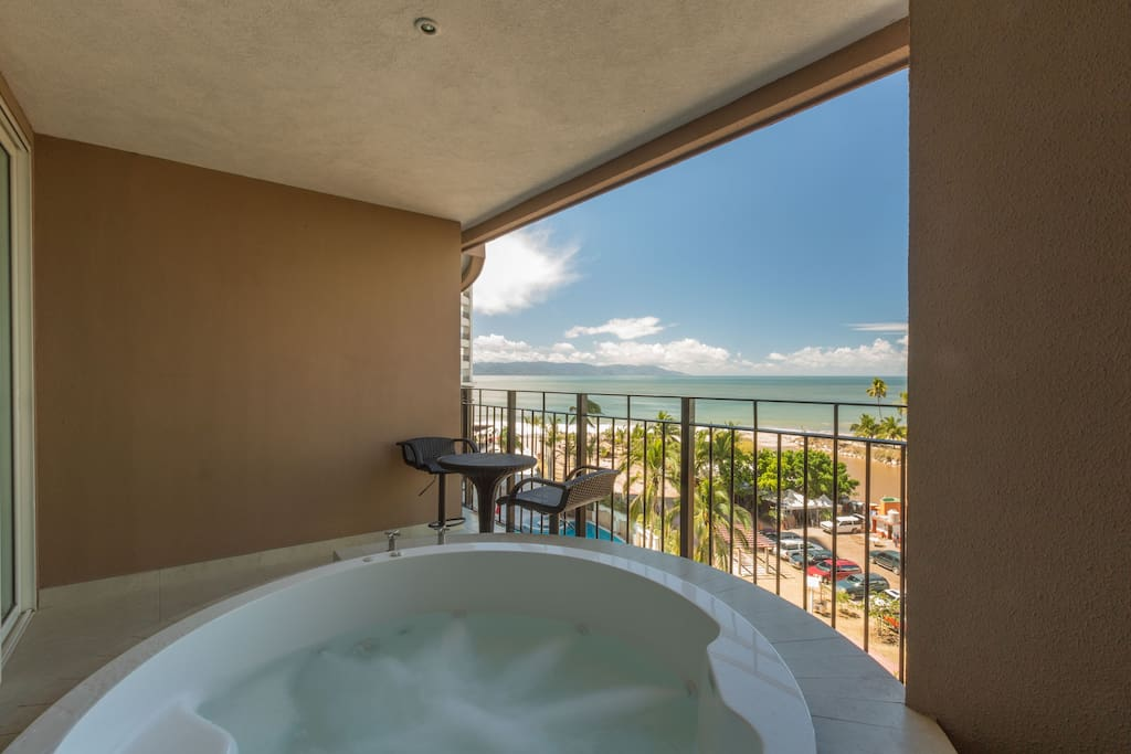 Jacuzzi in front Balcony