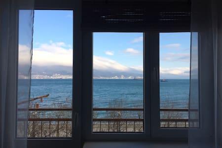 Квартира-студия с видом на море - Noworosyjsk - Apartament