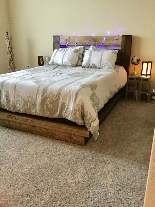 Cozy queen bed (will come with fresh linens and comforter.)