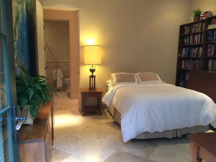 Stanford , Private entry: Private bedroom & Bath.