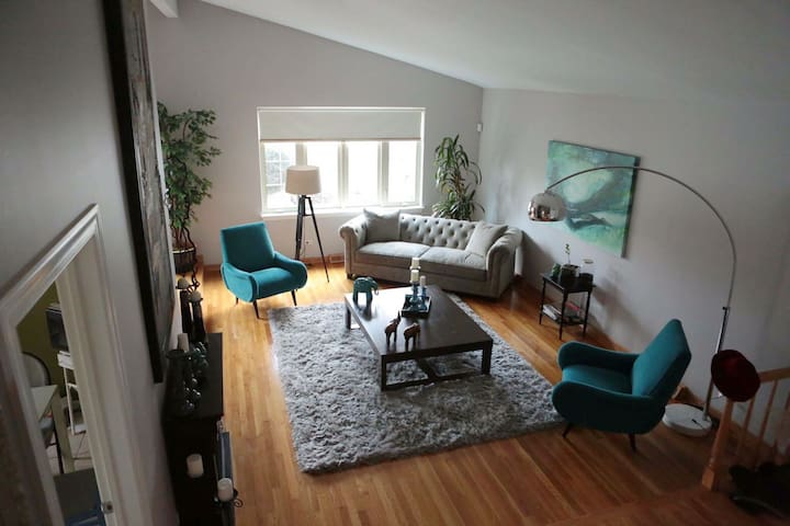 Spacious family home near shopping and Chicago.
