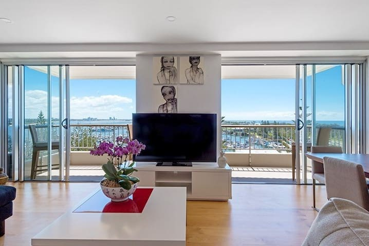 Luxury 2 bedroom apartment with Spectacular Views - Main Beach - Byt