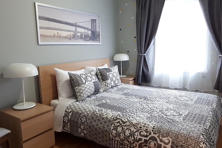 Modern 2BDR Free WiFi&Parking 15 min from Montreal