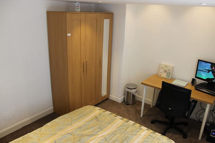 Room1 in Manchester/Airport pickup