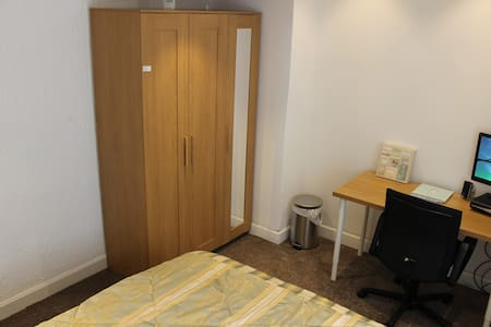 Room1 in Manchester/Airport pickup - Droylsden