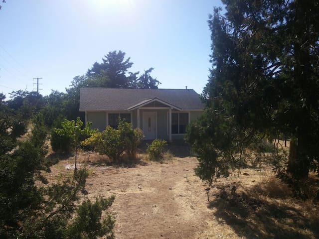 Delightful cottage in the mountains - Tehachapi