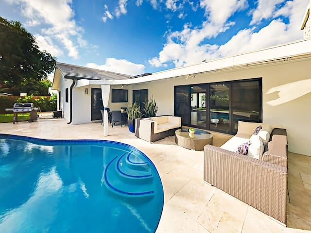 Contemporary Home w/ Pool & Private Beach Access