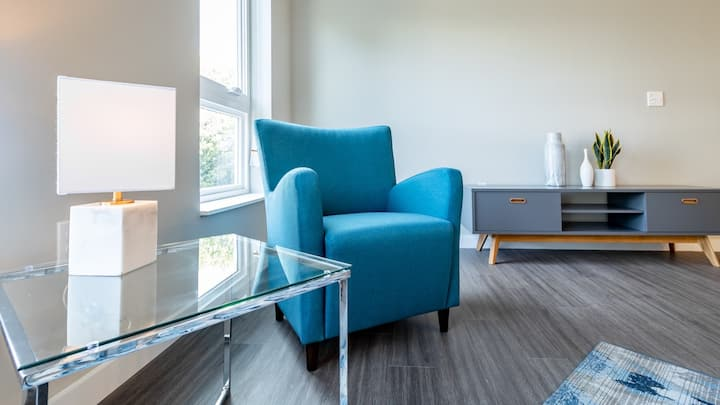 Sparkling clean 1BD in Richmond, self check-in