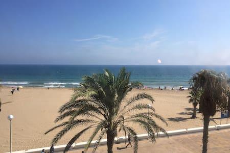 Apartamento primera línea de playa - Urbanova - Apartament