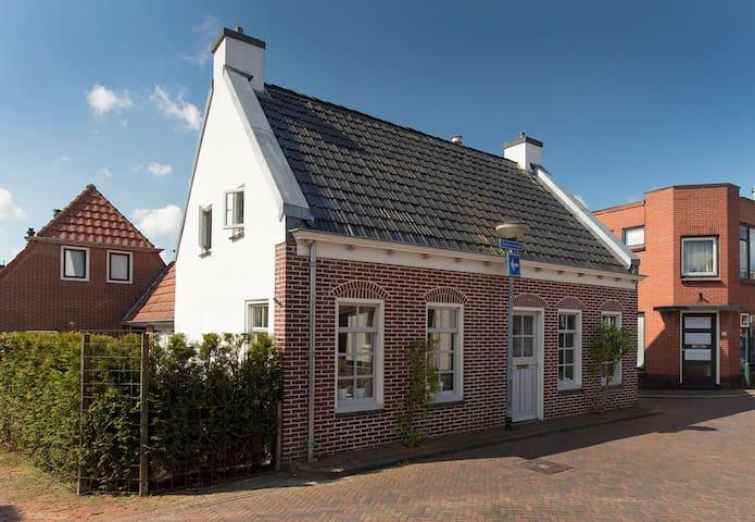 Voorzijde huis, oostzijde