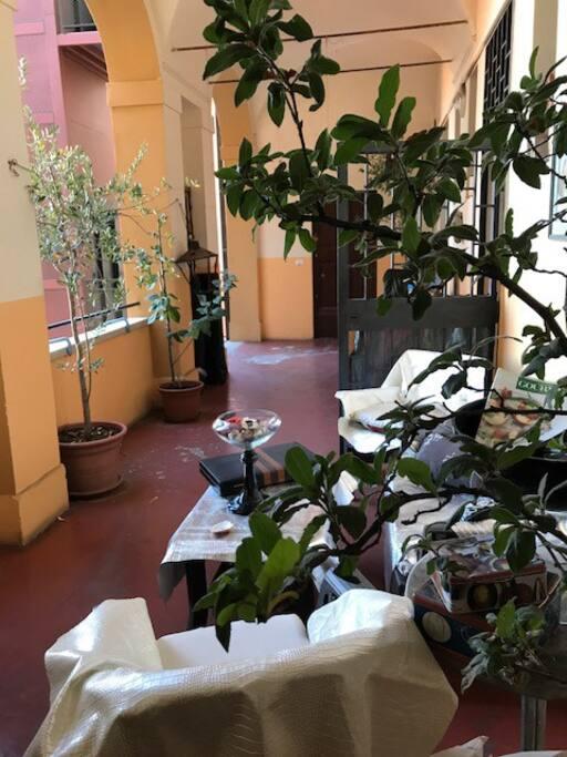 SALOTTO ESTERNO: vista su Bologna