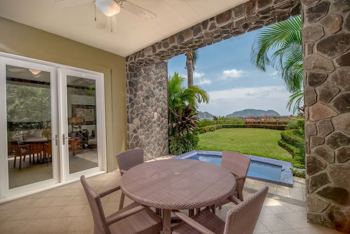 Panoramic Ocean view 1 Bdr with terrace hot tub.