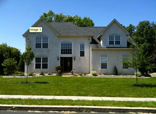 Beautiful and Spacious Doylestown, PA House Share - Doylestown - บ้าน