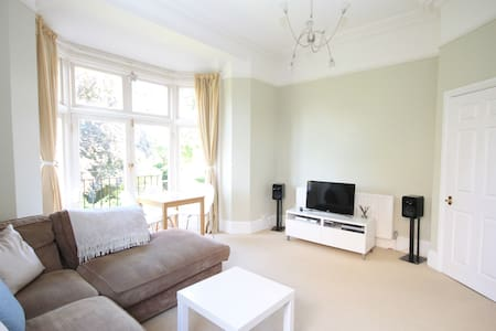 Charming One Bed Apartment - Dorking - Apartment