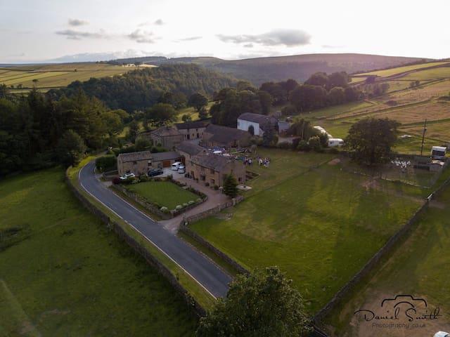 Lingholme Barn-Hot Tub- Countryside Retreat- Farm