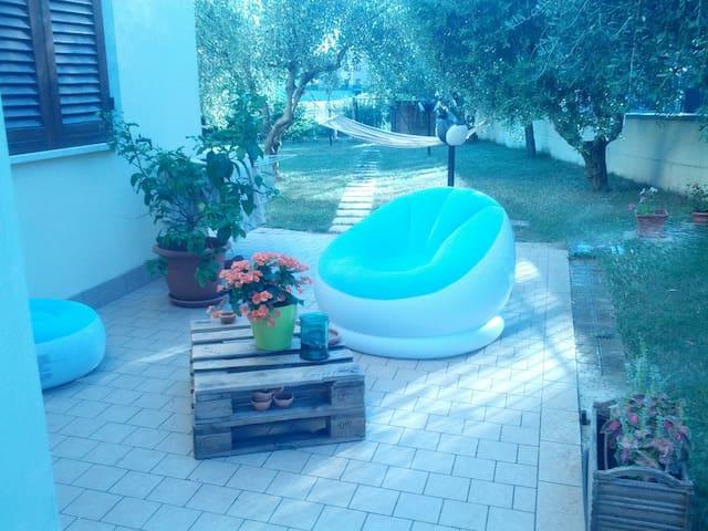 Camera con bagno in un borgo tra Perugia e Assisi. - Brufa - Leilighet