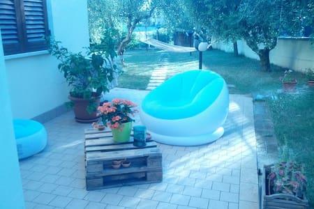 Camera con bagno in un borgo tra Perugia e Assisi. - Brufa - อพาร์ทเมนท์