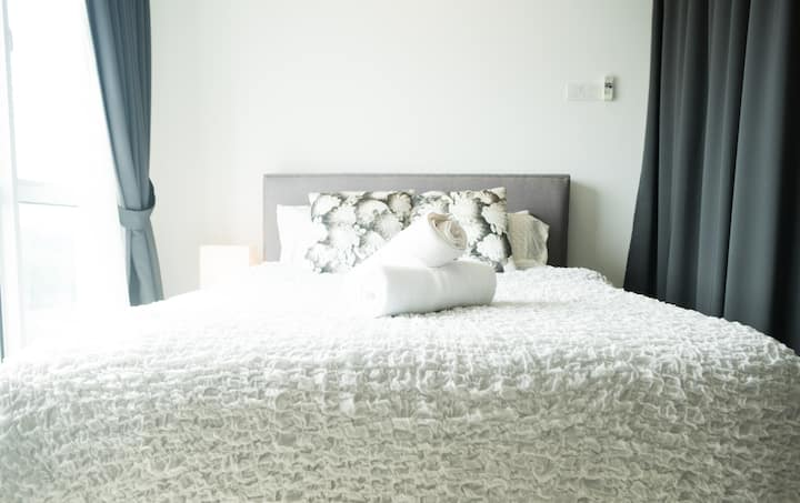 Family Staycation 1 bedroom with 2 beds for 4 pax