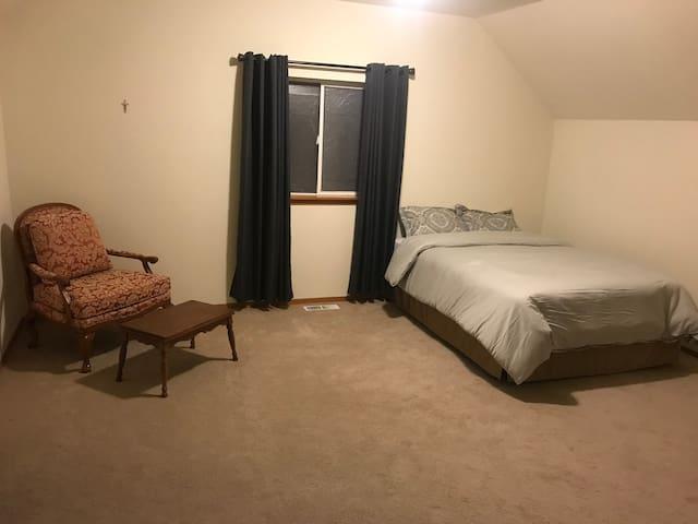 Large Room near Hospitals, JBLM, and I-5