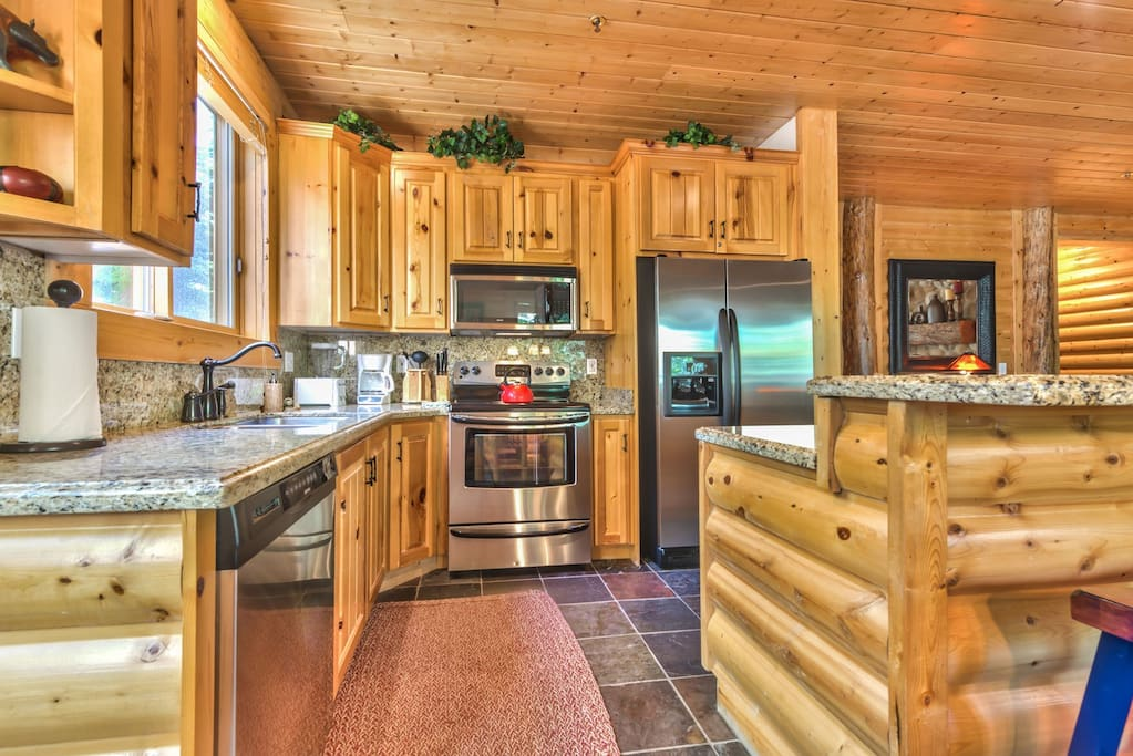 Fully Equipped Kitchen with Granite Countertops, Stainless Appliances and Bar Seating for 2