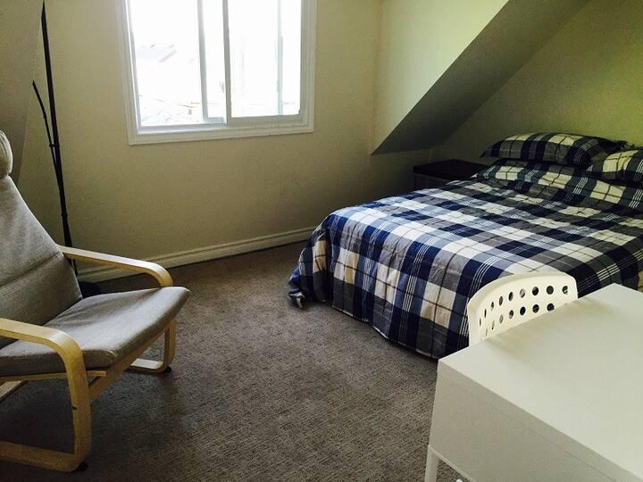 Cozy 3RD Floor Bedroom in Toronto's West End