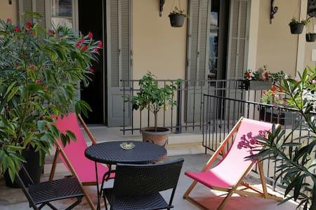 Arènes beau studio grande terrasse - Nîmes - Dům