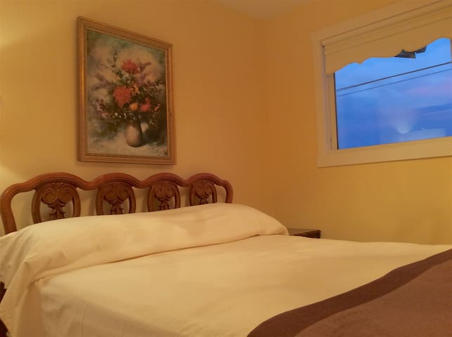 Coral Vacation House Bedroom A