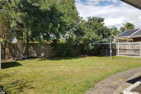 Cosy family oriented house - Wantirna South