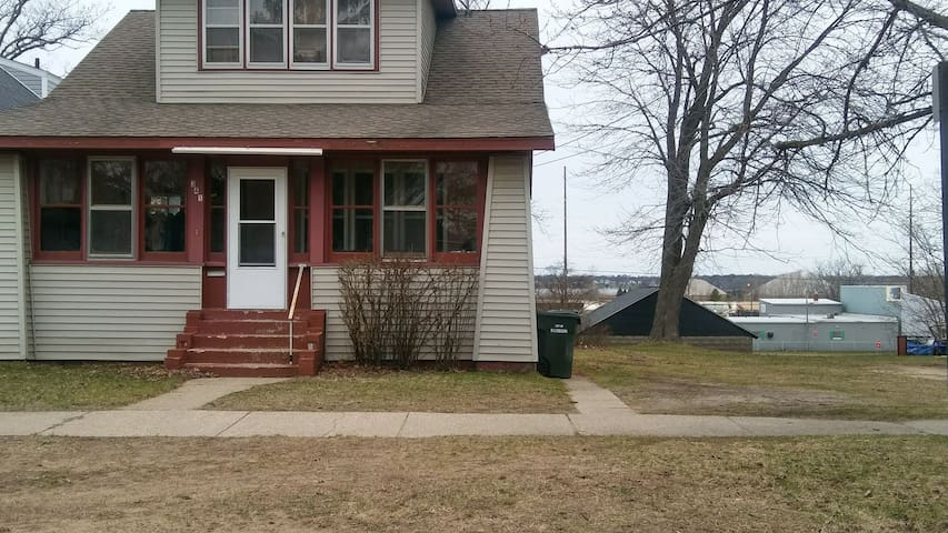 Cozzie, Traditional, Smalltown City, Lake View - Muskegon - House
