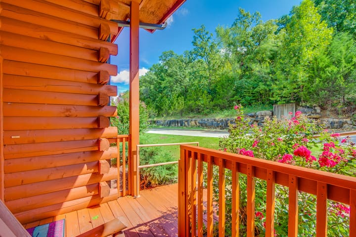 Rustic Luxury Cabin Gem in Heart of Branson