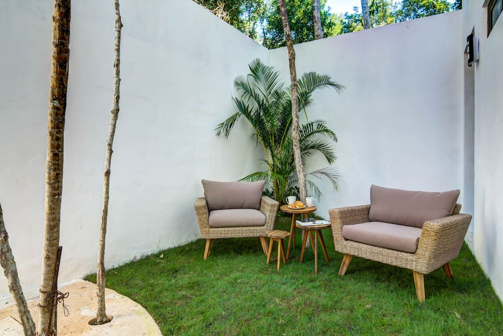 Large private garden: Sip Your Morning Coffee and Enjoy the Tropical Breeze