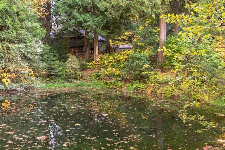 The pond at Crystal Creek Chalet during the fall