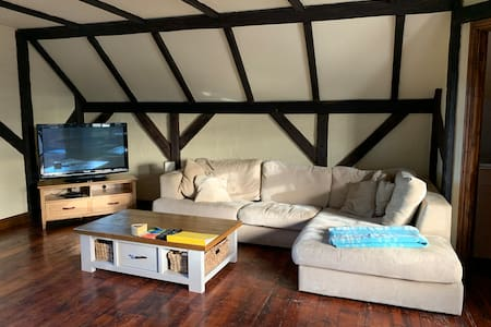 The Hayloft: countryside nr. Basingstoke & Reading