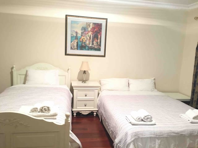 Room 1 Large Comfy House in Manning Near Perth CBD