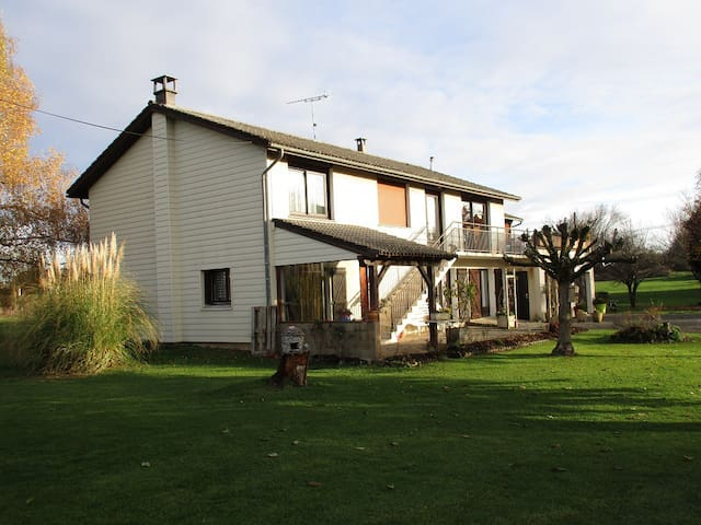Appartement dans maison - Anglars-Saint-Félix - House