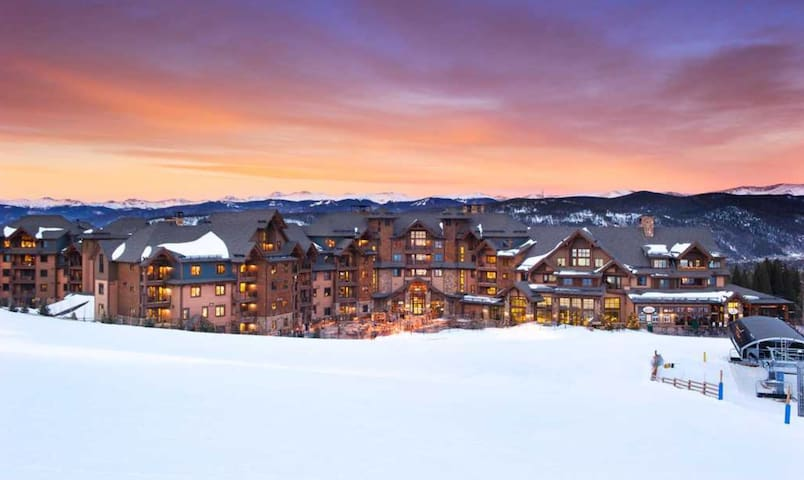 Grand Lodge on Peak 7 Resort - 3/21-3/28/20